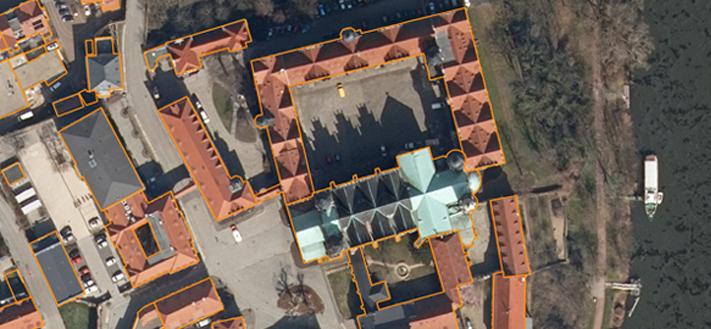 TrueDOP und Basis-DLM-Gebäudeumringe - Abbildung zeigt Merseburger Dom und Schloss