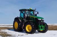 Der LPS im Einsatz - Traktor mit Empfangs- und Verarbeitungseinrichtung für Satellitensignale